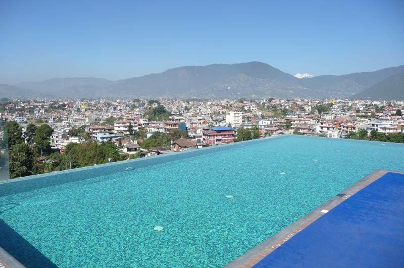 zwembad hotel Shambala Kathmandu - Hotel Shambala - Nepal - foto: Floor Ebbers