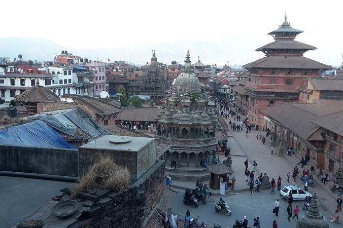 uitzicht Durbar plein Patan (1) - Lalit Heritage Home - Nepal - foto: Floor Ebbers
