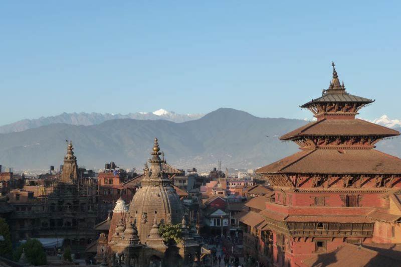 uitzicht Durbar plein Patan (2) - Lalit Heritage Home - Nepal - foto: Floor Ebbers