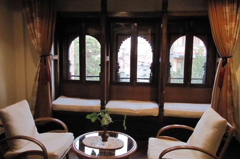 zitje in kamer van Kantipur Temple House - Kantipur Temple House - Nepal - foto: Mieke Arendsen