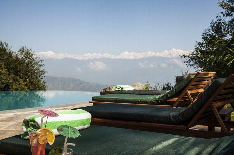zwembad met ligbedden Dwarika's Dhulikhel - Dwarika's Dhulikhel - Nepal - foto: Dwarika's