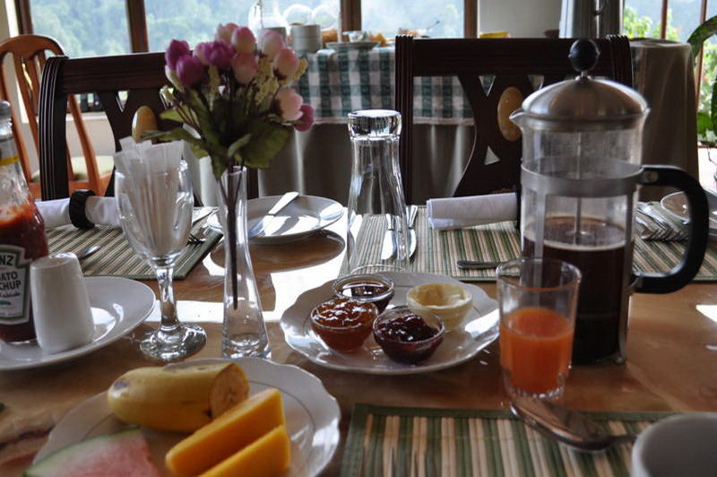 ontbijt - Gorilla Safari Lodge - Bwindi - Oeganda