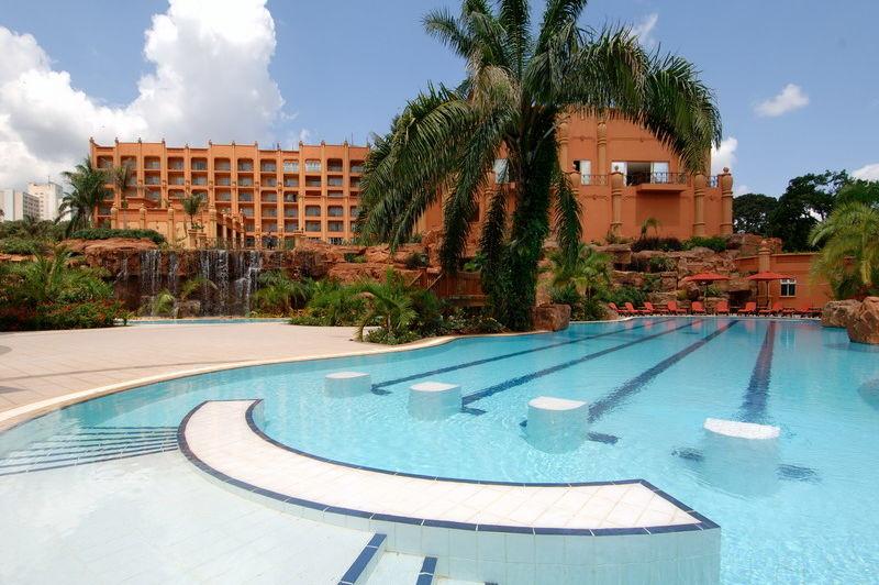 exterior en zwembad - Kampala Serena - Kampala - Oeganda