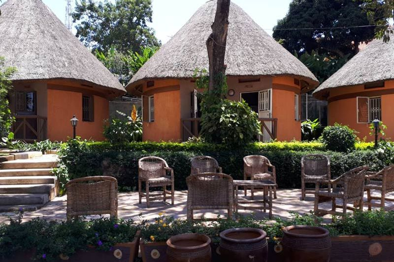 drie huisjes met zitplaats - Victoria Lake View Guesthouse - Oeganda