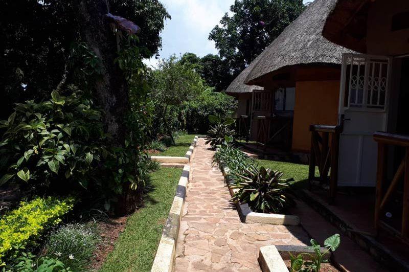 looppad langs de huisjes - Victoria Lake View Guesthouse - Oeganda