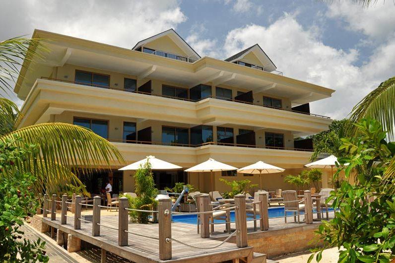 Crown Beach hotel exterieur - Crown Beach Hotel - Seychellen - foto: Crown Beach Hotel