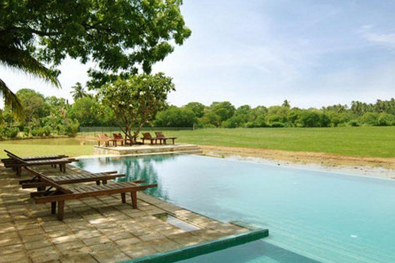 zwembad - Priyankara hotel - Sri Lanka