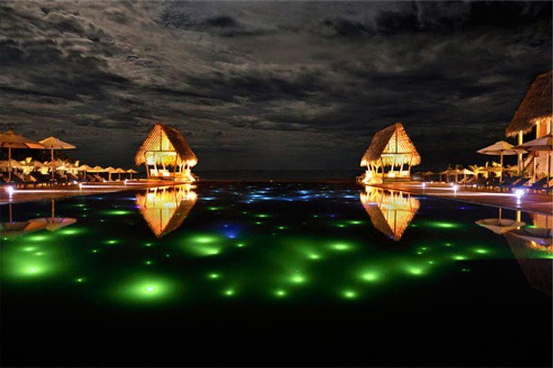 zwembad bij avond - Maalu Maalu - Sri Lanka