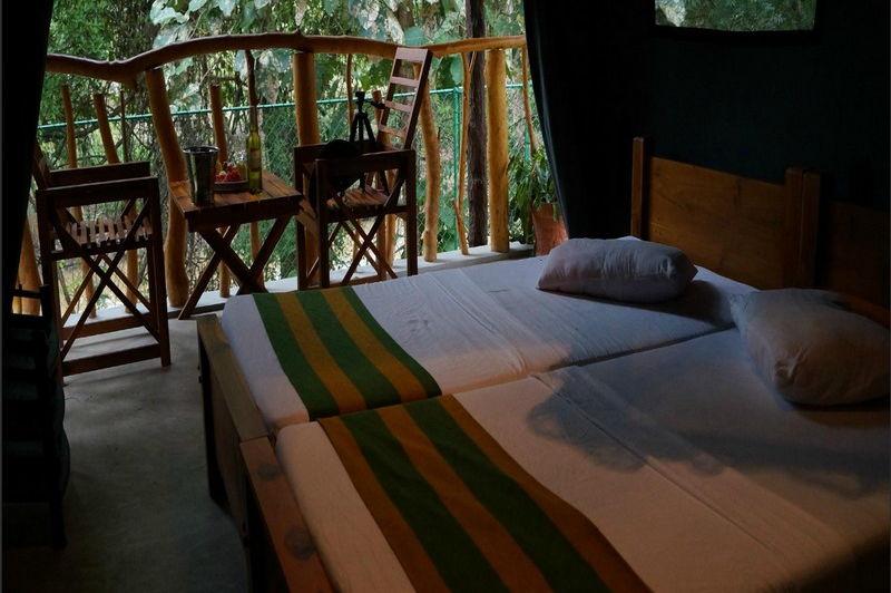 bedden in de Athgira River Camping - Athgira River Camping - Sri Lanka - foto: Internet