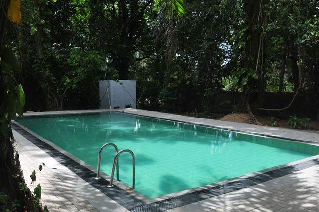 zwembad van Diklande Estate Bungalow in Negombo - Diklande Estate Bungalow - Sri Lanka - foto: Diklande Estate Bungalow