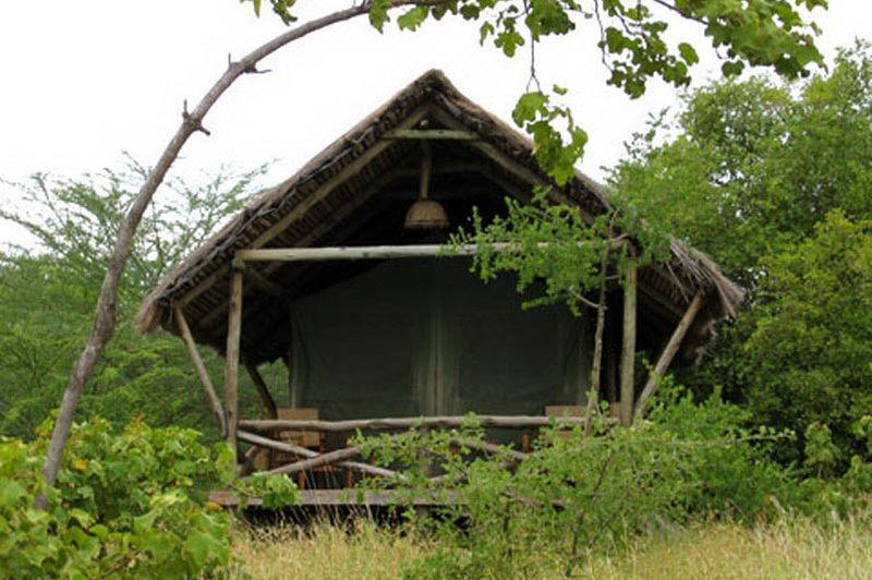 kamer van buitenkant - Kirurumu Tented Camp - Lake Manyara - Tanzania