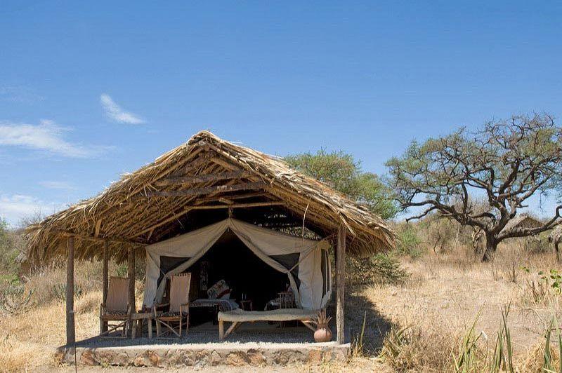 kamer buitenkant - Tindiga Tented Camp - Lake Eyasi - Tanzania