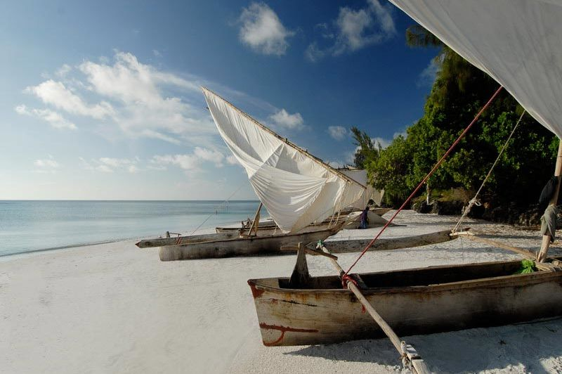 Boten op Manta Beach - The Manta Resort - Tanzania - foto: The Manta Resort