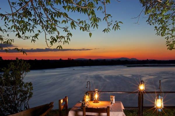 Bush dinner - Rufiji River Camp - Tanzania - foto: Niels van Gijn - Foxes Safari Camps