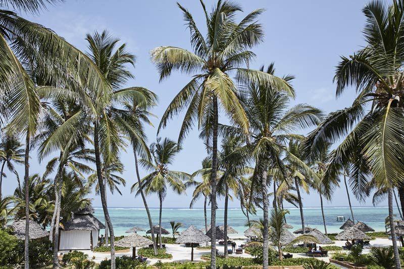 strand bij Breezes Beach Club & Spa (2) - Breezes Beach Club & Spa - Tanzania - foto: Breezes Beach Club