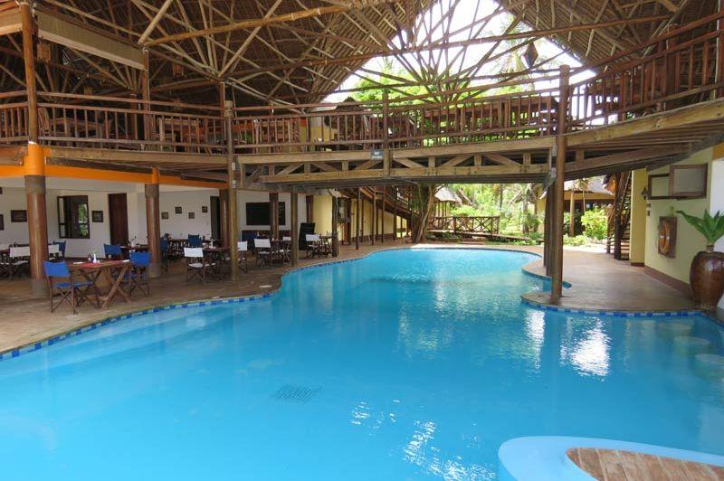 zwembad van het Azanzi Beach Hotel - Azanzi Beach Hotel - Tanzania - foto: lokale agent