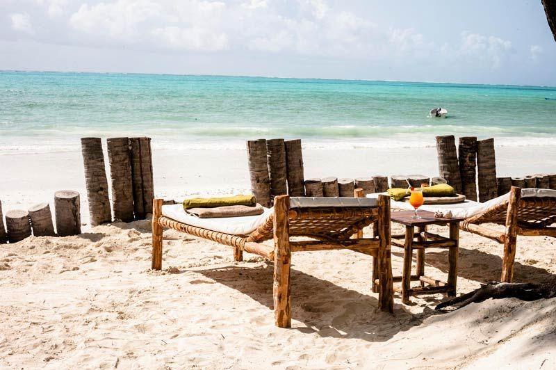 strandstoel bij Dhow Inn - Dhow Inn - Tanzania - foto: lokale agent