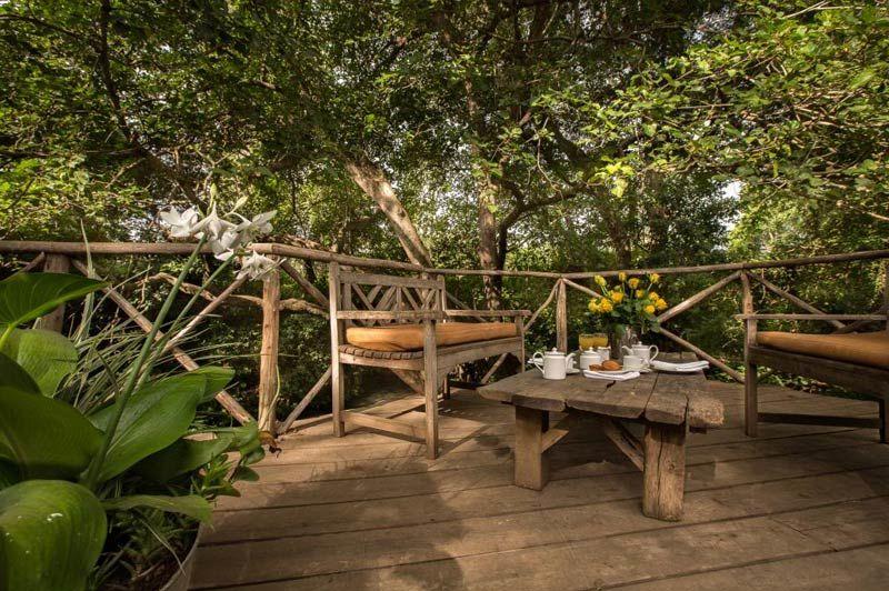 buitenzitje bij Rivertrees Inn - Rivertrees Inn - Tanzania - foto: Rivertrees Inn