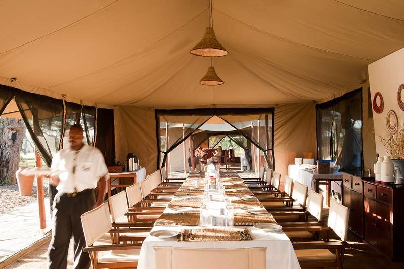 restaurant in tent van Mara under Canvas - Mara under Canvas - Tanzania - foto: Mara under Canvas