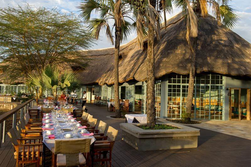 buiten restaurant Maramboi Tented Camp - Maramboi Tented Camp - Tanzania - foto: Maramboi Tented Camp