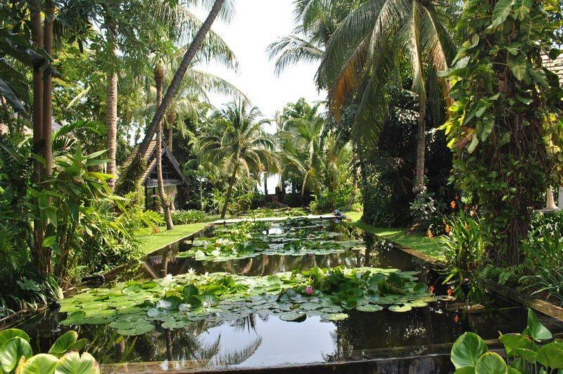 Anantara Bophut tuin - Anantara Bophut - Thailand - foto: Marloes Wijnhoff