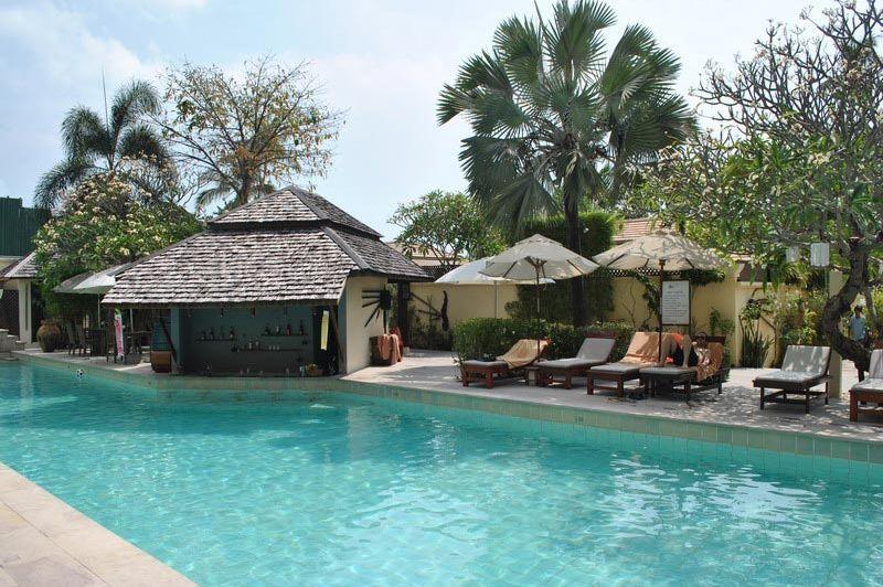 Sunset Beach Resort zwembad - Sunset Beach Resort - Thailand - foto: Marloes Wijnhoff