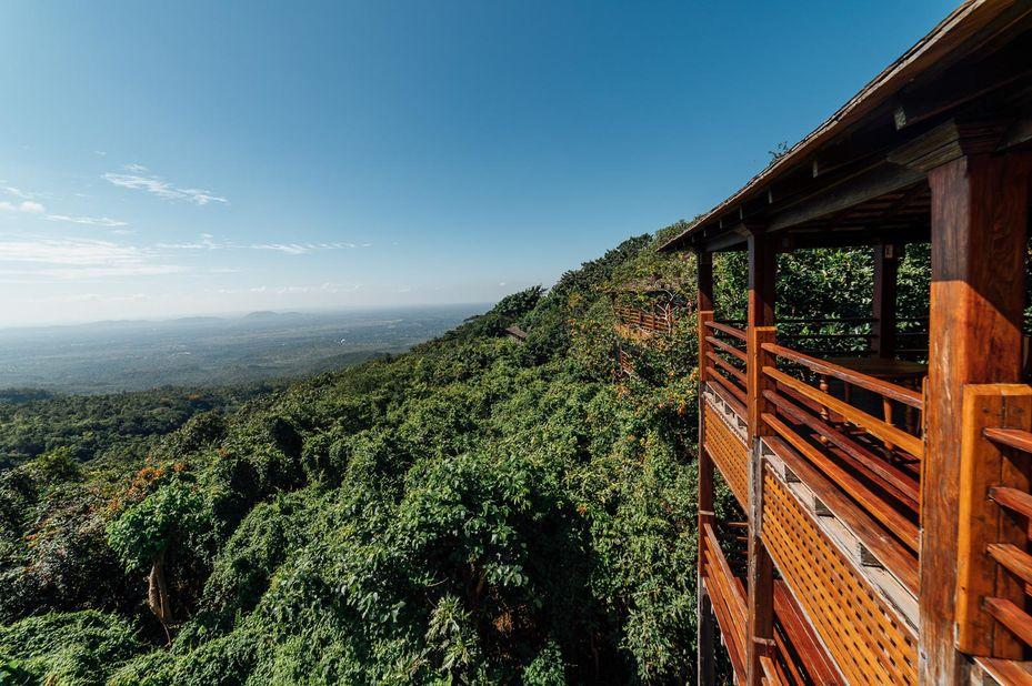 uitzicht - Popa Mountain Resort - Mount Popa - Myanmar - foto: Popa Mountain Resort