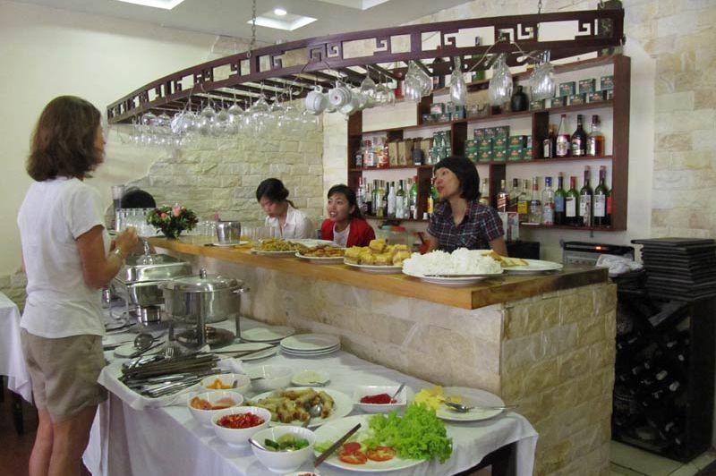 Ontbijt in het Sapa Centre Hotel - Sapa Centre Hotel - Vietnam - foto: Mieke Arendsen