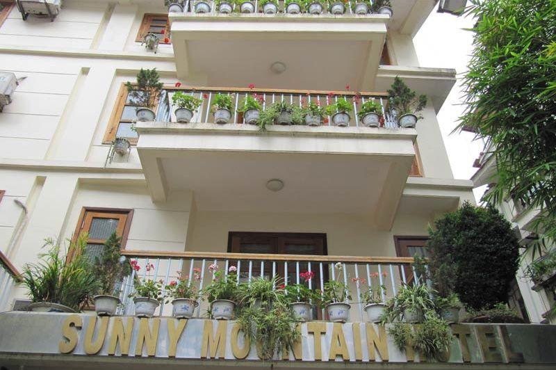 Voorgevel van het Sunny Mountain Hotel in Sapa - Sunny Mountain Hotel - Vietnam - foto: Mieke Arendsen