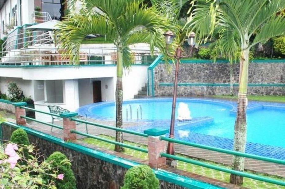 zwembad - Royal - Denai - Hotel - Bukittinggi - Sumatra - Indonesië - foto: Royal Denai Hotel