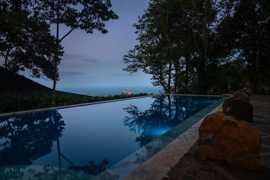 zwembad - Popa Mountain Resort - Mount Popa - Myanmar - foto: Popa Mountain Resort