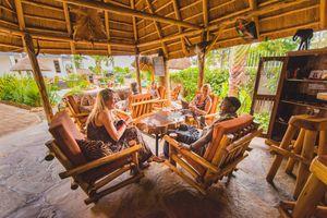 2 Friends Beach Hotel - lounge - Entebbe - Oeganda - foto: 2 friends beach hotel