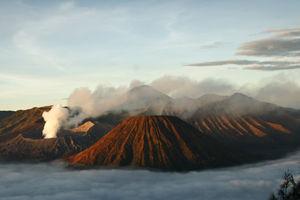 Bromo - Rokende Vulkaan - Java - Indonesie - foto: flickr