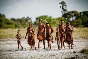 Camp Kalahari - bushman walk - Makgadigadi - Botswana - foto: Camp Kalahari