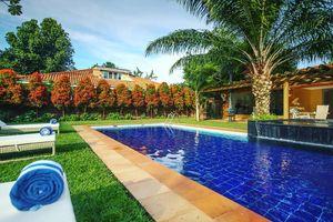 Hotel No 5 - zwembad - Entebbe - Oeganda - foto: Hotel No. 5