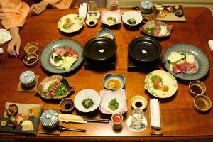 Japans diner bij ryokan - Kurokawa Onsen - Japan - foto: flickr