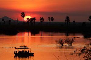 Lake Manze Tented Camp - bootcruise - sunset - Selous - Tanzania - foto: Lake Manze Tented Camp