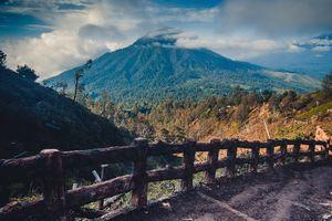 Mount Ijen - Aanzicht - Wandelpad - Java - Indonesie - foto: unsplash