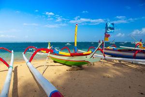 Sanur - Bootjes - Strand - Bali - Indonesie - foto: flickr