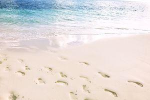 Siargao - voetstappen in het zand - Filipijnen