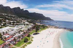 The Bay Hotel - Camp's Bay - aerial - Kaapstad - Zuid-Afrika - foto: The Bay