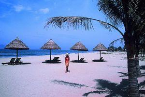strand met parasols - Hoi An - Vietnam