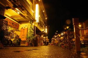 avondverlichting - Ginzan Onsen - Japan - foto: flickr