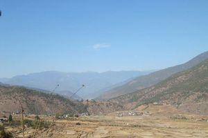 uitzicht vallei Hotel Vara - Hotel Vara - Bhutan - foto: Mieke Arendsen