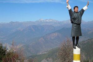 man in gho, Bhutan - Bhutan - foto: Mieke Arendsen
