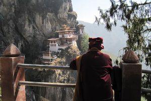 monnik bij Taktsang - Taktsang - Bhutan - foto: Mieke Arendsen