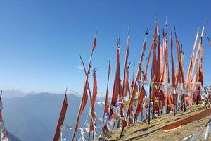 Rode vlaggen, Chele La Pass
