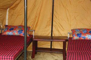 kamperen: binnenkant deluxe tent - Bhutan - foto: lokale agent