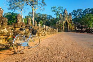 Fiets en tempel, Angor Wat, Siem Reap - Cambodja