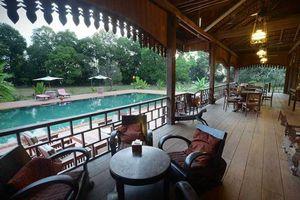 veranda met uitzicht op zwembad - Rajabori - Cambodja
